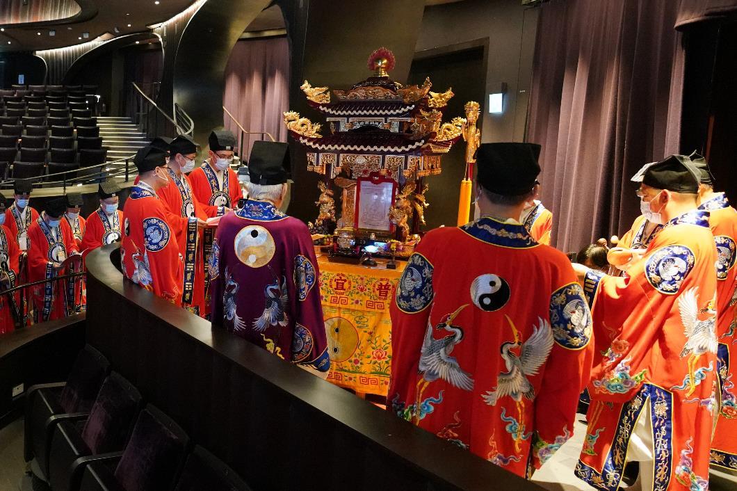 嗇色園於9月25日舉行移鑾科儀及安鑾科儀,虔請黃大仙師移鑾到會場與觀眾一同欣賞神功戲。