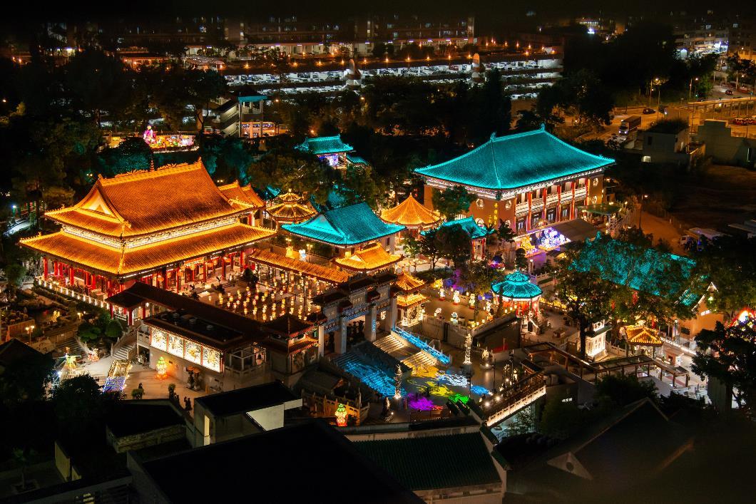 嗇色園黃大仙祠將延長展出特色花燈裝置至9月30日,讓更多市民能夠進園欣賞花燈,夜遊黃大仙祠。(2)