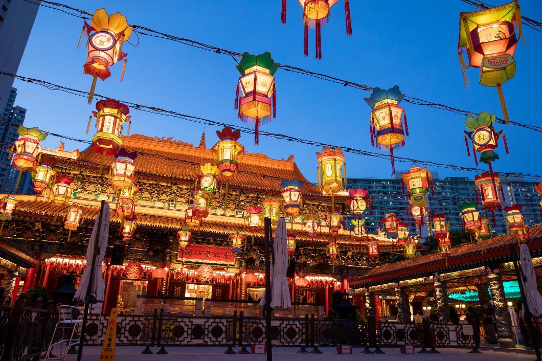花燈亮燈時間為下午6時起。(1)