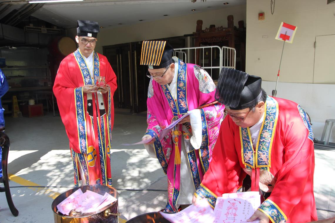 Burning Prayer Submission at Taisui Yuenchen Hall